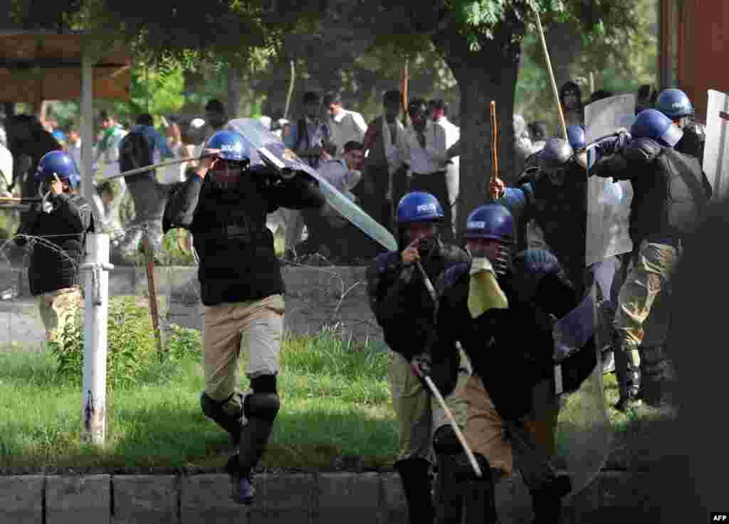 Pakistan - Protesti ispred američkog veleposlanstva u Islamabadu, 20.09.2012. Foto: AFP / Aamir Qureshi