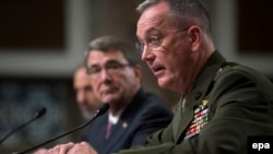 U.S. Secretary of Defense Ash Carter (left) and Joint Chiefs of Staff Chair General Joseph Dunford Jr. (right) testifying before Congress.