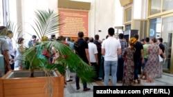 Türkmenistan, bank nobatlary