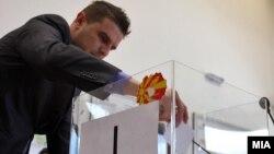 Државна изборна Комисија изврши жрепка за утврдување на редоследот на кандидатите на гласачкото ливче за локалните избори 2013 година.