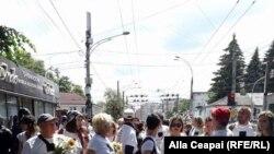 Учасники збираються на марш ЛГБТ-спільноти в Кишиневі, 21 травня 2017 року
