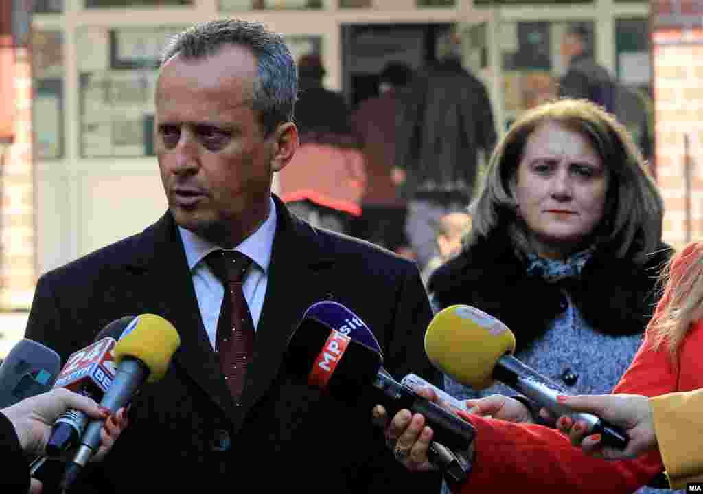 МАКЕДОНИЈА - Претседателот на Собранието Талат Џафери ќе го врати писмото со барањето од Кривичниот суд во Скопје за одземање на имунитетот на пратеникот Трајко Вељаноски, поради грешка во повикувањето на член од законот, информираа од кабинетот на претседателот на парламентот.