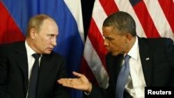 Ресей президенті Владимир Путин (сол жақта) мен АҚШ президенті Барак Обама. Мексика, 18 шілде 2012 жыл. (Көрнекі сурет)