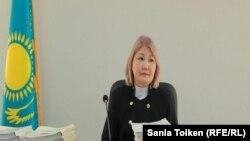 Судья суда № 2 города Атырау Гульнар Даулешова на предварительных слушаниях по делу гражданских активистов Макса Бокаева и Талгата Аяна. Атырау, 12 октября 2016 года.