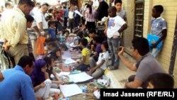 أطفال يرسمون في شارع المتنبي