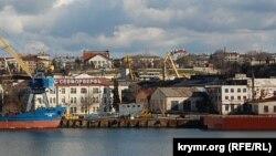 На снимке: вид на бухту Севастополя