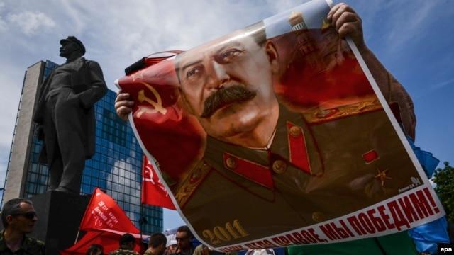 Митинг в Донецке в день очередной годовщины начала Второй мировой войны