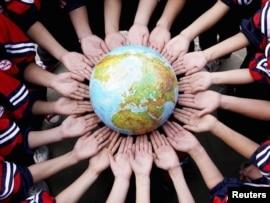 Китайские студенты отмечают День Земли