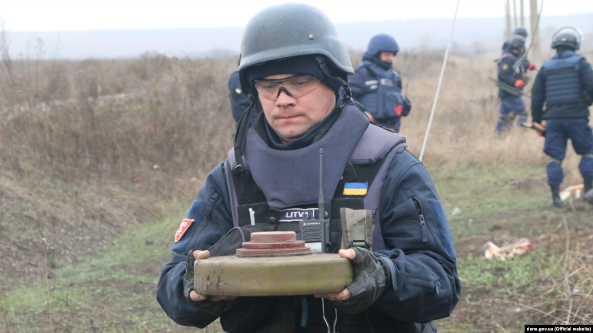 На линии разграничения возле Петровского и Богдановки обезврежено около 20 мин – ГСЧС
