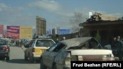 کابل: د کورنیو چارو وزارت مخې ته ځانمرګي برید کې یو زیانمن ګاډی