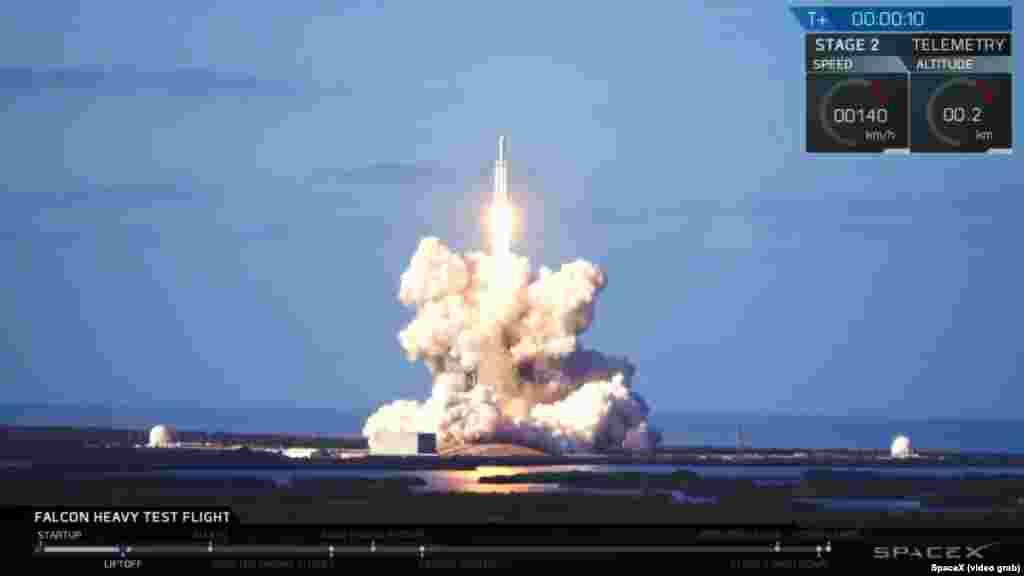 Falcon Heavy зымыран тасығышының ұшырылу сәті.