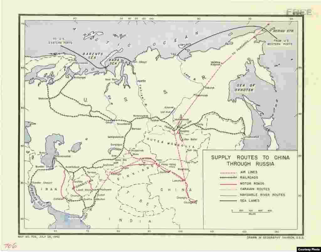 Один из экспонатов фотовыставки «Одна победа», организованной посольством США. Рассекреченная карта, на которой показаны маршруты поставок по ленд-лизу через территорию Ирана, Афганистана и Советского Союза, включая Казахскую ССР, в Китай. 25 июля 1942 года. Фото из Национального управления архивов и документации США.