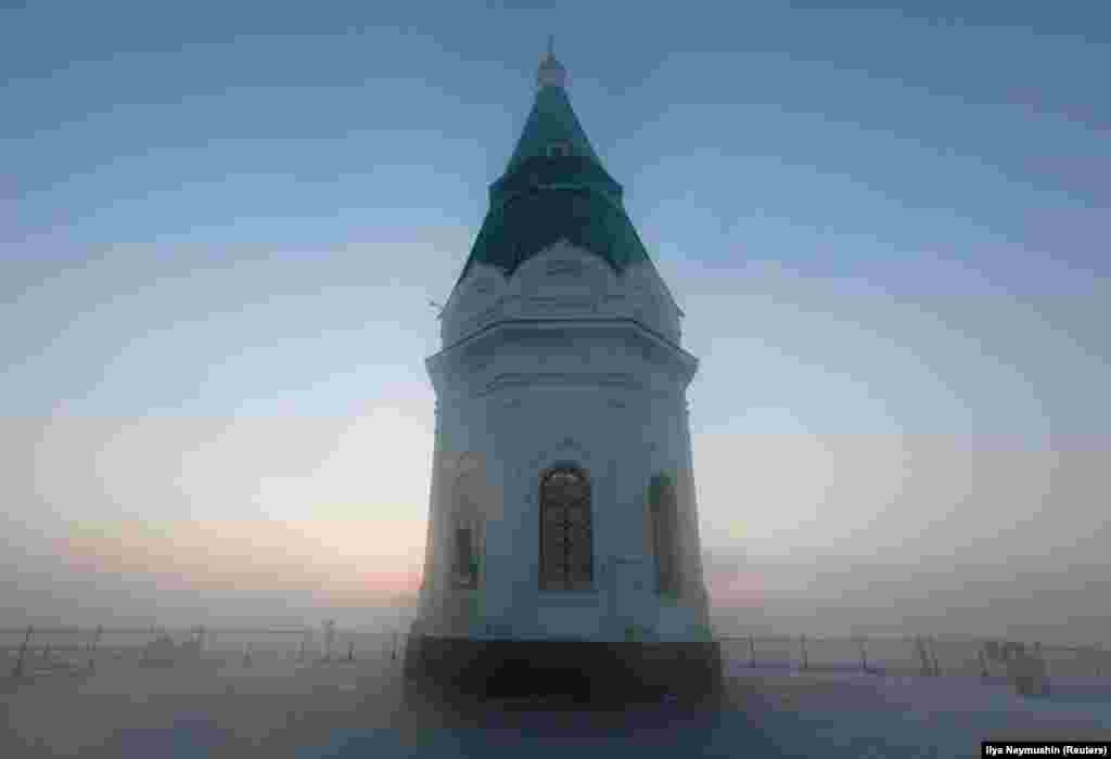 Krasnoyarsk's Paraskeva Pyatnitsa Chapel on a foggy, frosty day in Siberia (Reuters/Ilya Naymushin)