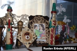 Сувениры, сделанные детьми-инвалидами. Астана, 18 ноября 2015 года.