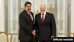 Нікаляс Мадура (зьлева) і Аляксандар Лукашэнка