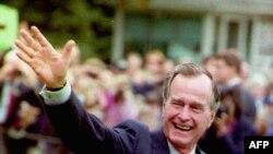Джордж Буш-старший покинул Белый Дом в 1992 году. Но уже через два президентских срока там поселился его сын.