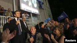 Վրաստան - «Վրացական երազանք»-ի առաջնորդ Բիձինա Իվանիշվիլին դիմում է ընտրություններում դաշինքի հաղթանակը տոնող կողմնակիցներին, Թբիլիսի, 1-ը հոկտեմբերի, 2012թ.