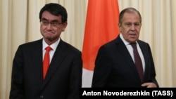 Ճապոնիայի և ՌԴ արտգործնախարարներ Տարո Կոնոն և Սերգեյ Լավրովը, Մոսկվա, 24-ը նոյեմբերի, 2017 թ.