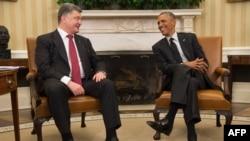 Barack Obama (djathtas) dhe Petro Poroshenko në Shtëpinë e Bardhë