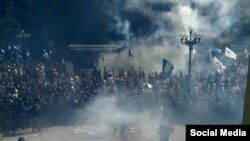 Столкновения у здания Верховной Рады после обсуждения закона о децентрализации власти в Украине