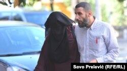 Na sudu se sa Beharovićem pojavila kao svjedok i njegova nevjenčana supruga