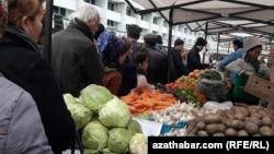 Текинский базар, Ашхабад (архивное фото)