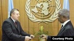 Alexei Tulbure la o întîlnire cu secretarul general ONU, Kofi Annan