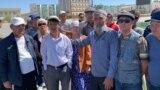 Жанаозенцы, выступающие против запуска совместных с Китаем проектов, на городской площади. 9 сентября 2019 года.
