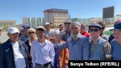 Участники акции протеста в Жанаозене, выступающие против разработки казахстанско-китайских проектов. 9 сентября 2019 года.