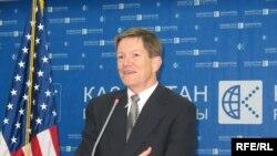Джон Ордвей на его последней пресс-конференции в Алматы, 25 августа 2008 года.