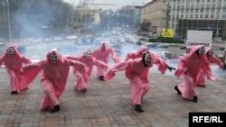 Під час акції на Європейській площі у Києві, 19 листлпада 2009 р.