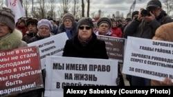 Участницы митинга в Окуловке (Новгородская область), 16 марта 2019