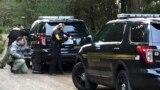 ABŞ-nyň polisiýasy ýoly gabaýar, Belfair, Waşington, 26-njy fewral, 2016