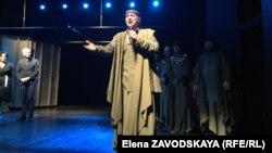 Олег Леушин на сцене Русдрама