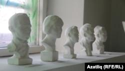 Иске Кормаш мәктәбе музеендагы сыннар галереясе