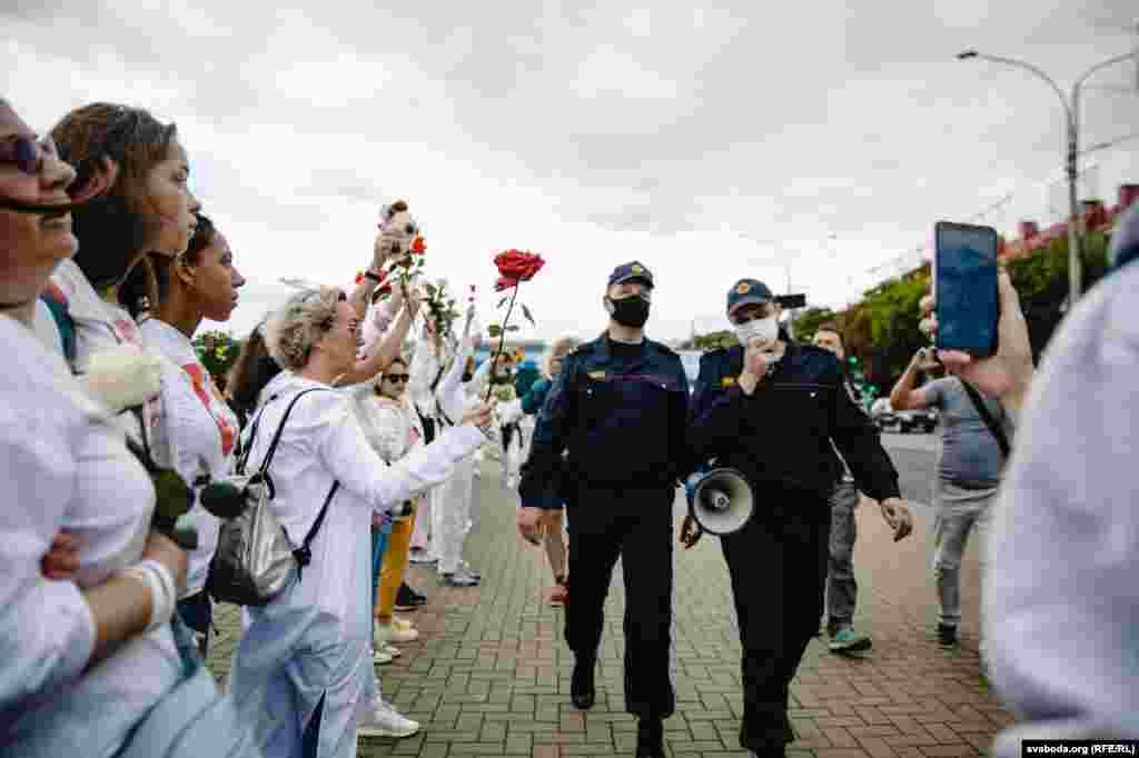 Міліціонери почали просити учасниць акції розійтися