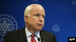 Senatori republikan amerikan, John McCain (ilustrim)