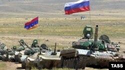 Ermənistan və Rusiya tankları hərbi təlimlərdə