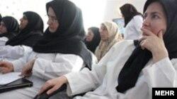 وزرات بهداشت گفته است که نخستین بیمارستان ویژه زنان براساس «ايده جديد دولت نهم» و فقط «با فعاليت پرسنل زن» آغاز به کار کرده است.