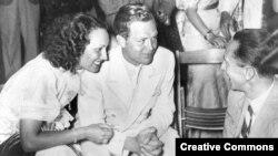 Лида Баарова, актер Густав Фрелих (в центре) и нацистский министр Йозеф Геббельс