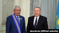 Первый президент Казахстана Нурсултан Назарбаев и Мырзатай Жолдасбеков.