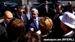 Armenia -- President Serzh Sarkisian speaks to protestеrs in Yerevan, 5June, 2017.