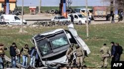 Oštećeno vozilo turske vojske u Dijarbakiru, ilustrativna fotografija