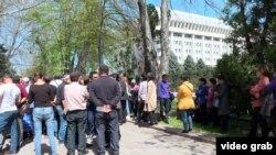Митинг предпринимателей Ошского рынка. Бишкек, 13 апреля 2018 года.