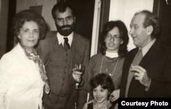 Gheorghe Babu Ursu (primul din dreapta) cu familia
