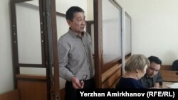 Амин Елеусинов, председатель профсоюза предприятия Oil Construction Company, в Алматинском районном суде № 2. Астана, 14 марта 2017 года.
