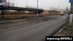 Свежий асфальт в районе остановки АТП начал крошиться через неделю после укладки