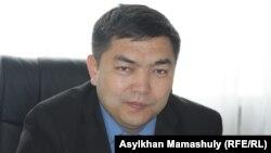 Талғар аудандық білім бөлімінің басшысы Жарқын Нұрғалымов. Алматы облысы, 3 сәуір 2013 жыл.