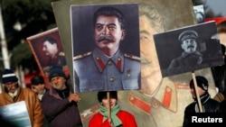 Памятная акция по случаю 130-летия со дня рождения Сталина у музея в Гори в Грузии, 21 декабря 2013 года