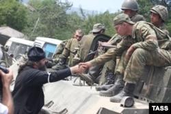 GEORGIA - Russian peacekeepers appear in Tskhinvali, South Ossetia, August 12, 2008 რუსი მშვიდობისმყოფელები ცხინვალში, 2008 წლის 12 აგვისტო